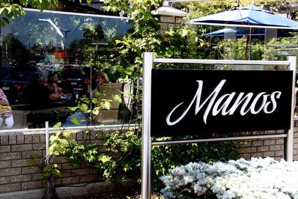 manos-outside